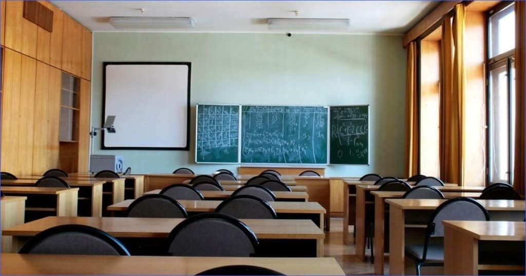 Решение о закрытии школ на карантин, могут принять в Роспотребнадзоре при ухудшении эпидобстановки в стране