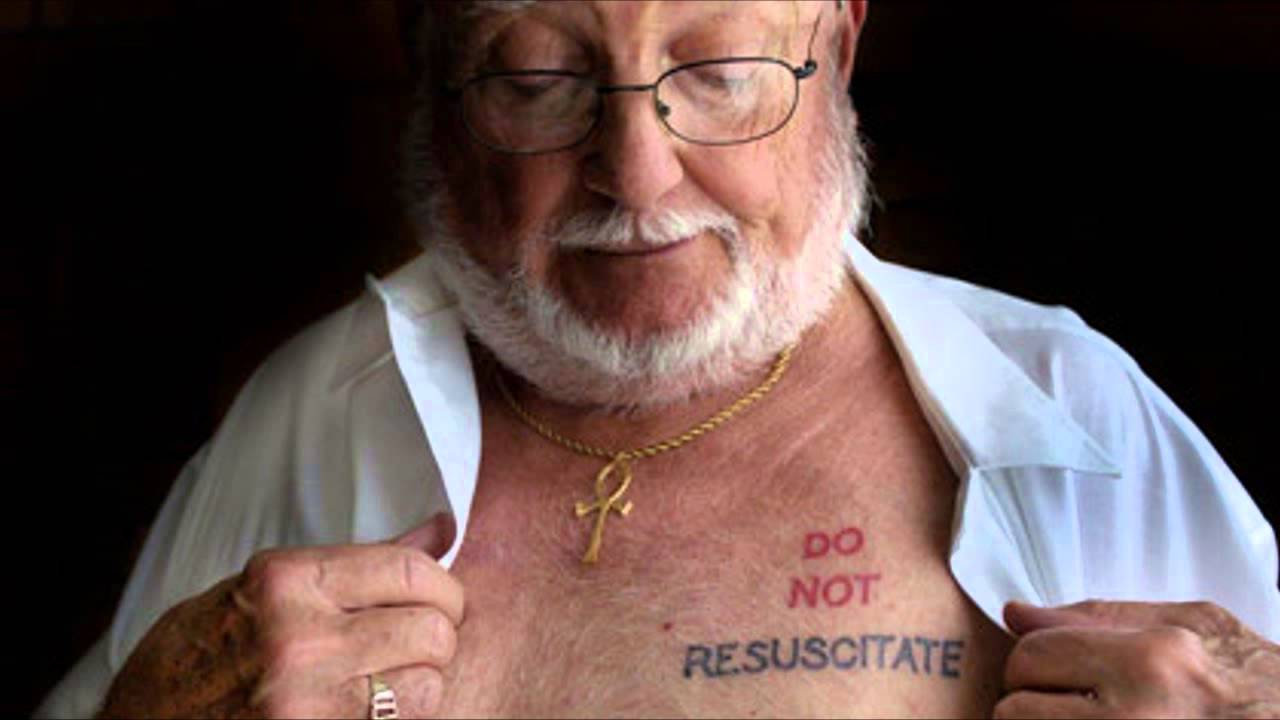 Зачем медики отказываются от реанимации: татуировки с просьбой не реанимировать