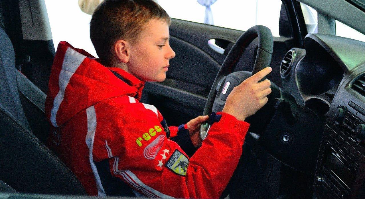 Разрешить вождение автомобиля с 16 лет в России предложили депутаты Госдумы