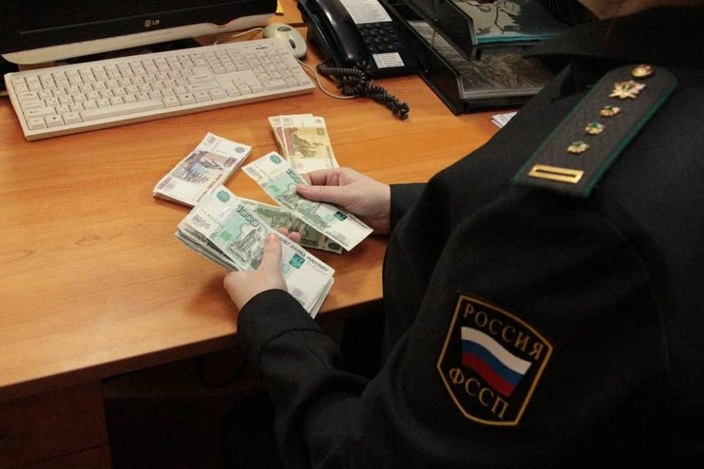 Взыскивать долги с пенсий граждан России запретили судебным приставам