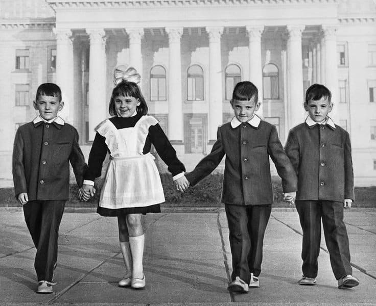 Как изменилась школьная форма за 30 лет: с момента распада СССР до сегодняшних дней