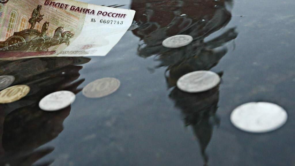 Эксперты настроены на продолжение падения рубля до 2021 года