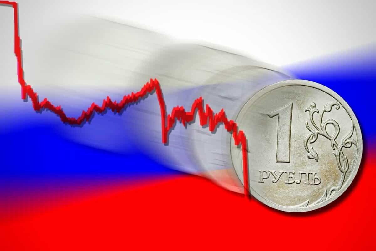 Риски девальвации в России оценил экономист