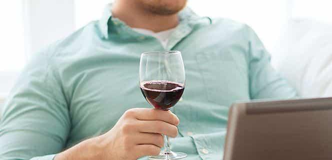 Инициативу продажи алкогольной продукции через интернет обсуждают в правительстве не первый год