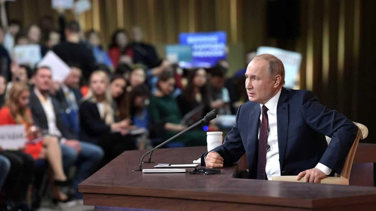 В Кремле озвучили причины почему прямая линия с Путиным не состоится в 2020 году