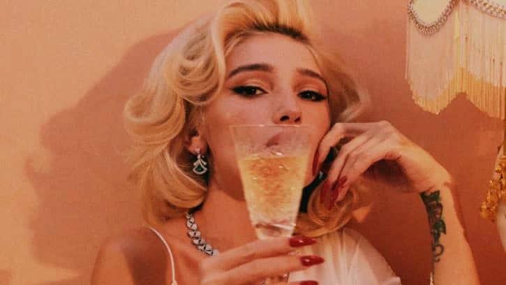 Настю Ивлееву обвиняют в незаконной рекламе алкоголя в сети