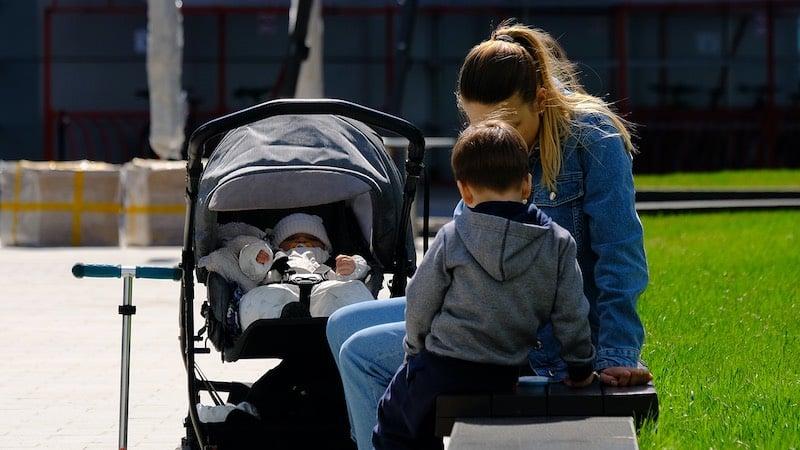 Названы пособия, которые смогут получить семьи с детьми в сентябре