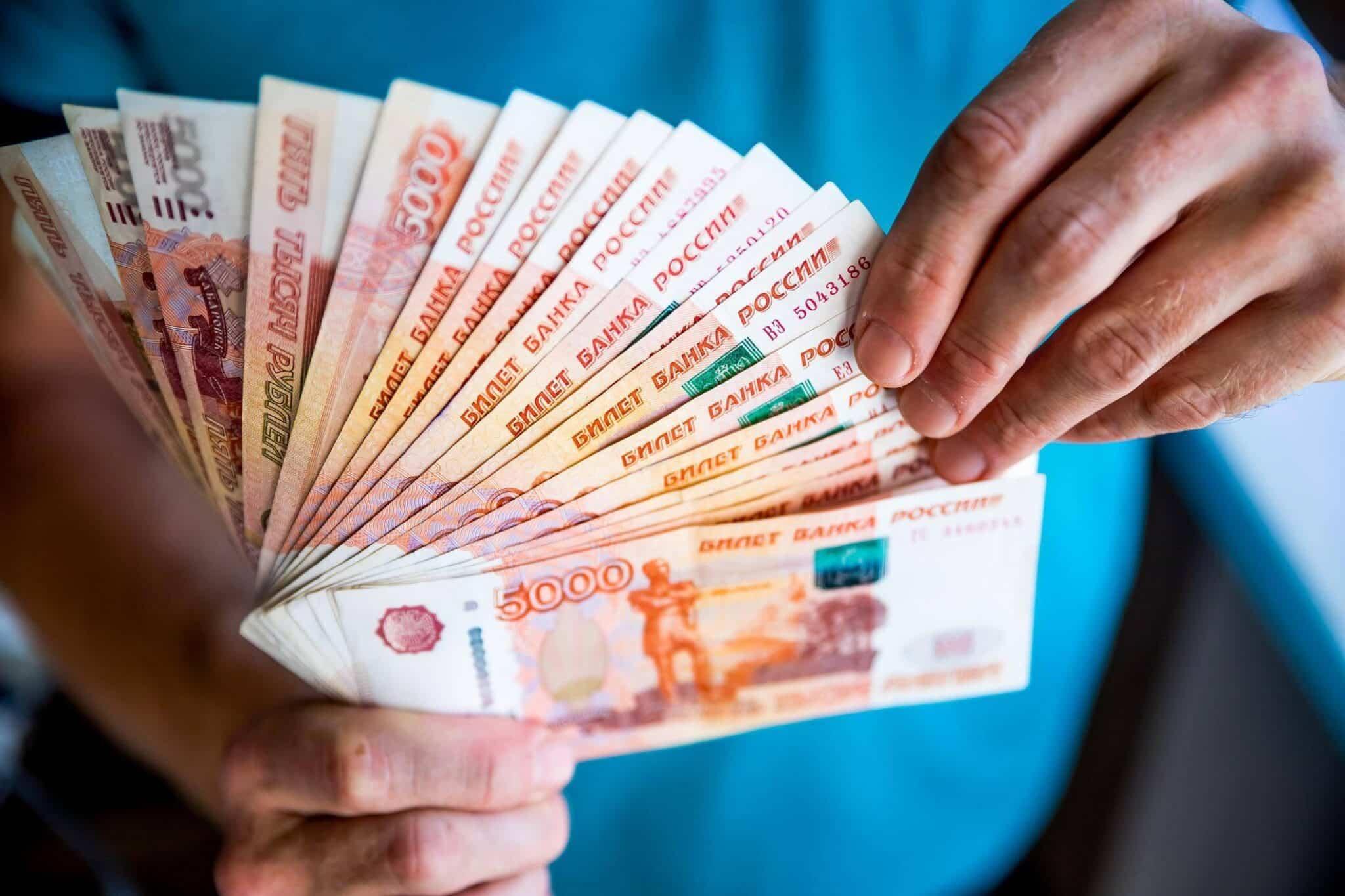 Хранить сбережения в рублях становится все опаснее