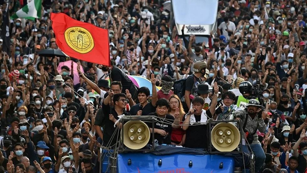 В Тайланде из-за протестов объявлено чрезвычайное положение