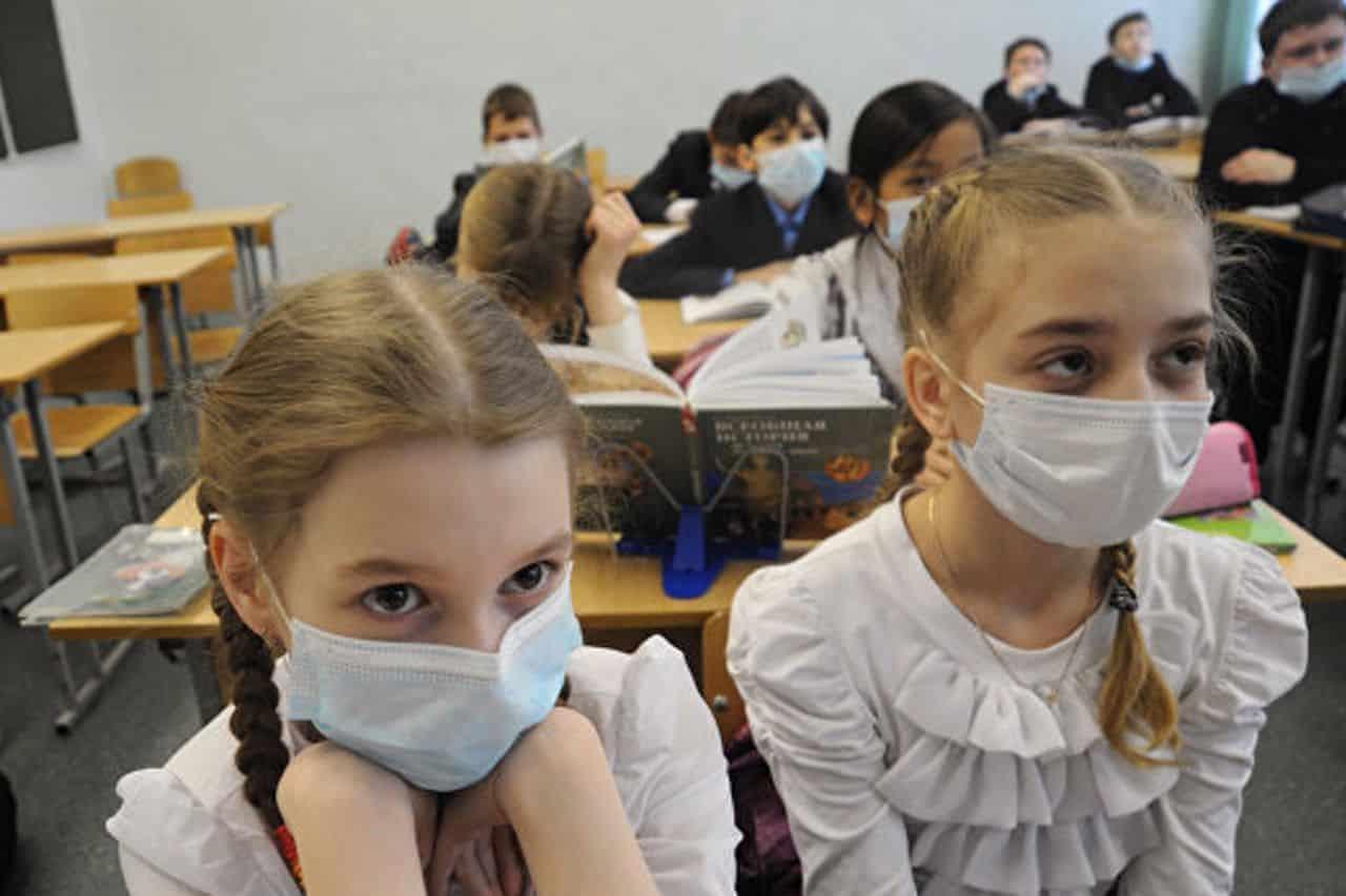 Онлайн-обучение для российских школьников может начаться в октябре