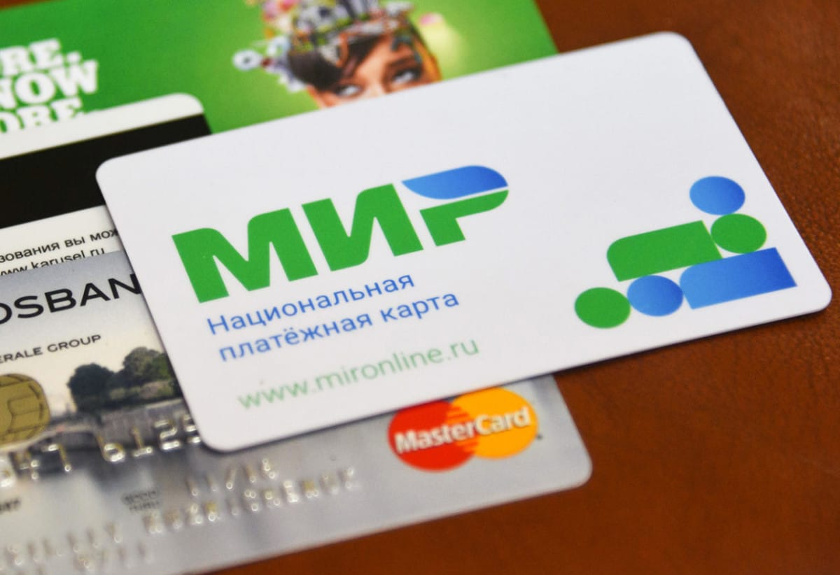 Переход на карты МИР для пенсионеров продлили до конца года