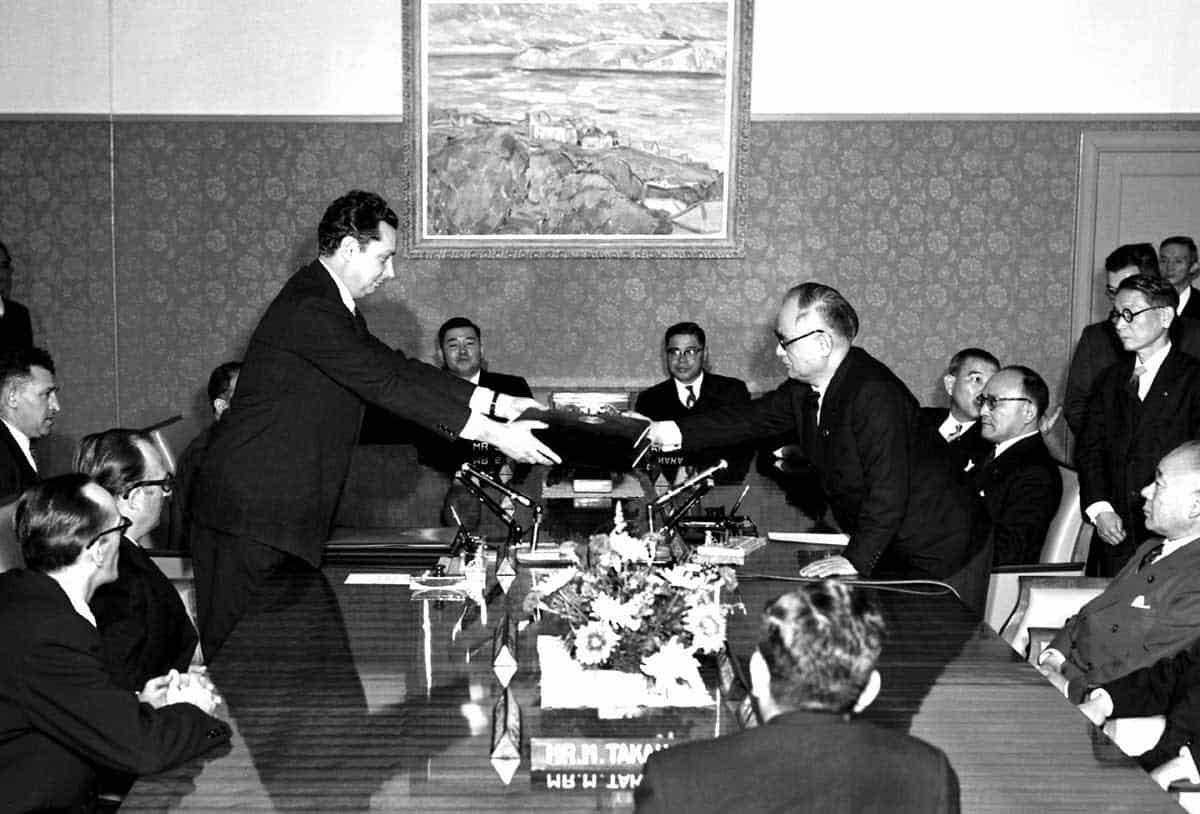 В МИДе назвали условия передачи Курильских островов Японии