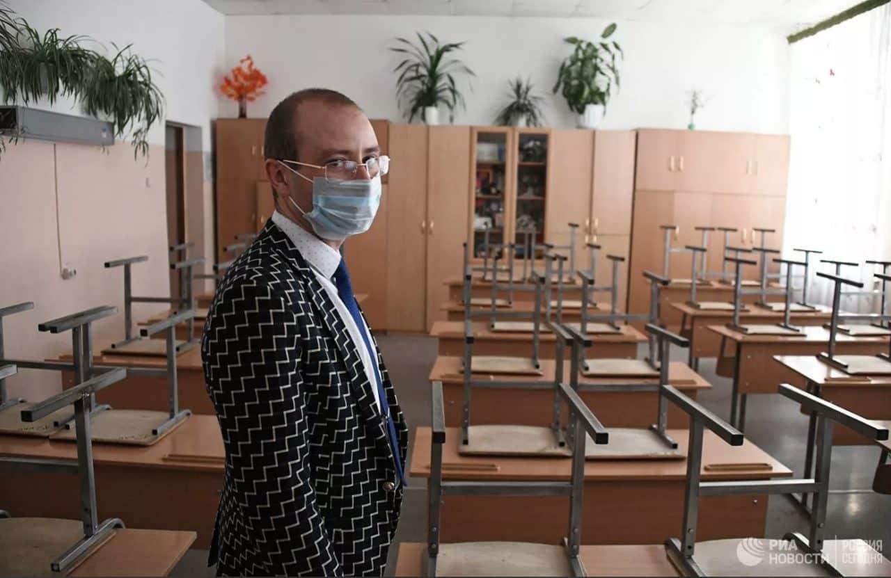 Учеба или карантин: что ждет российских школьников и студентов после 19 октября?