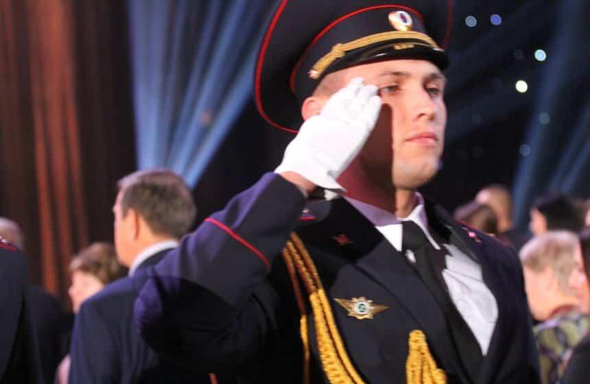 Денежные выплаты ко Дню полиции в 2020 году ожидаются к Новому году, сообщил «Омбудсмен полиции» Владимир Воронцов