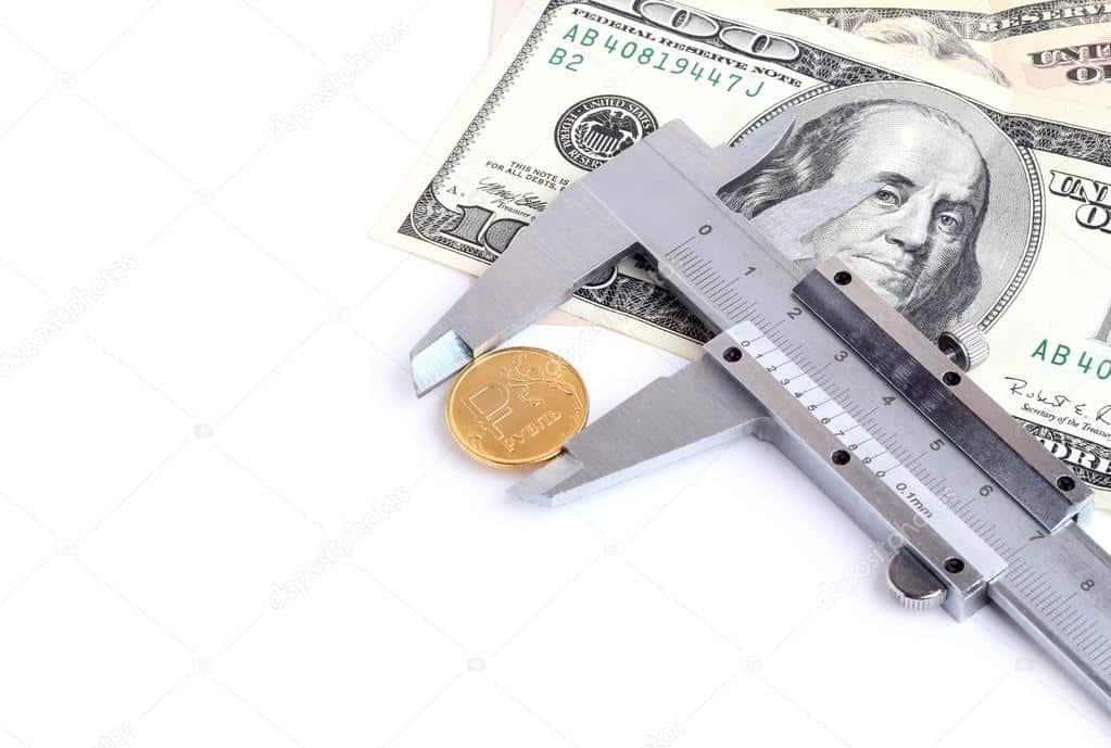 Рубль слабеет вслед за валютами развивающихся стран