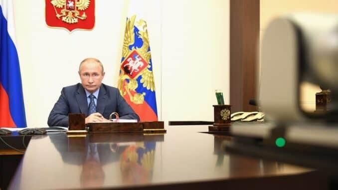 В Росси не планируется введение жестких ограничений из-за коронавируса, заявил Путин