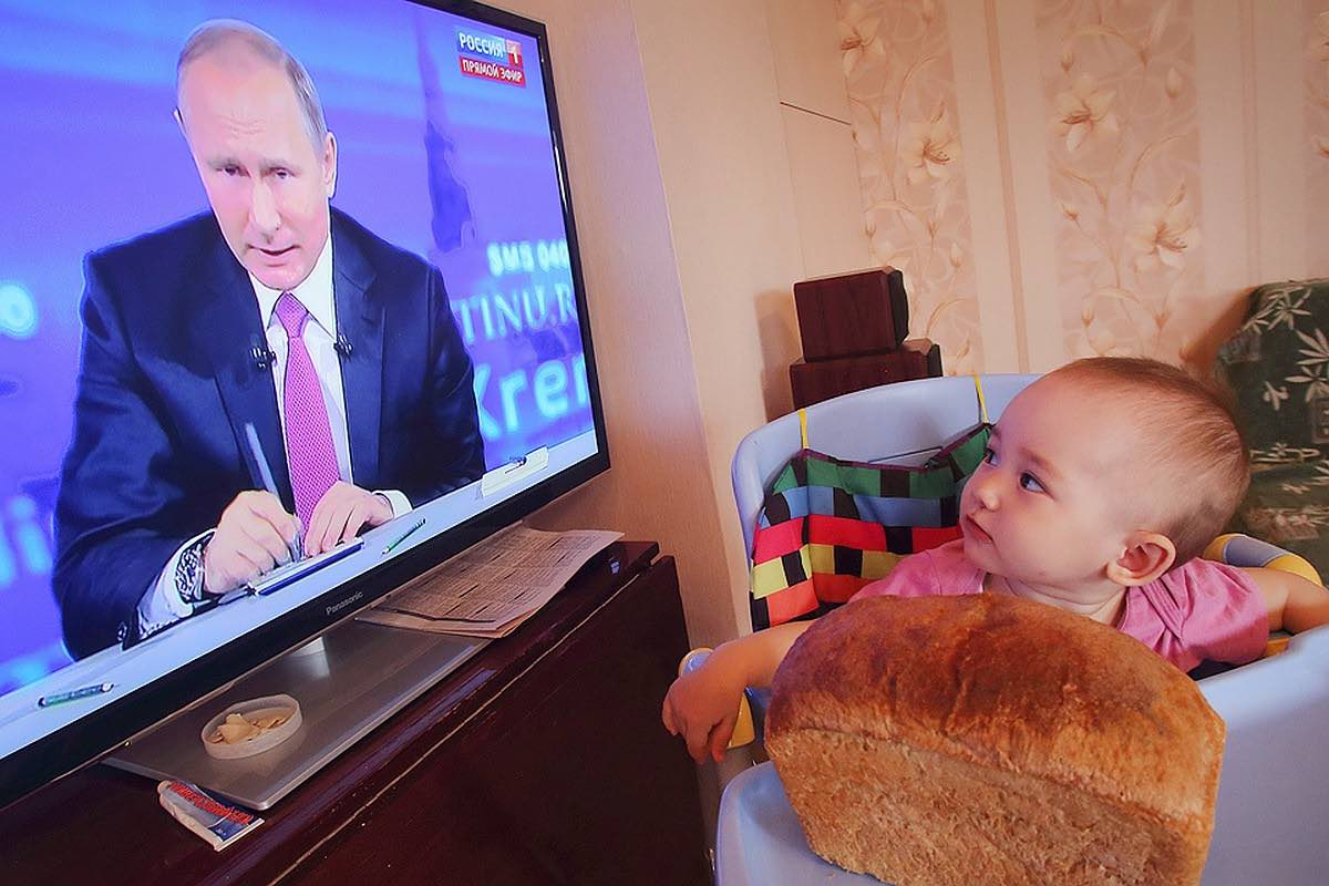 «Путинские» пособия на детей до 3 лет продлят до весны 2021 года