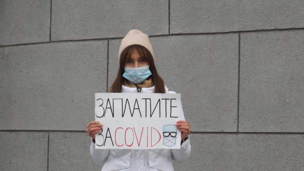 Российские медики выходят на пикеты из-за невыплаченных надбавок во время пандемии