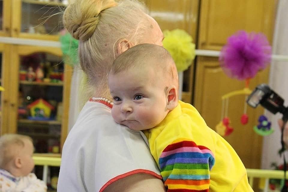 Фонд для помощи брошенным детям создадут в России
