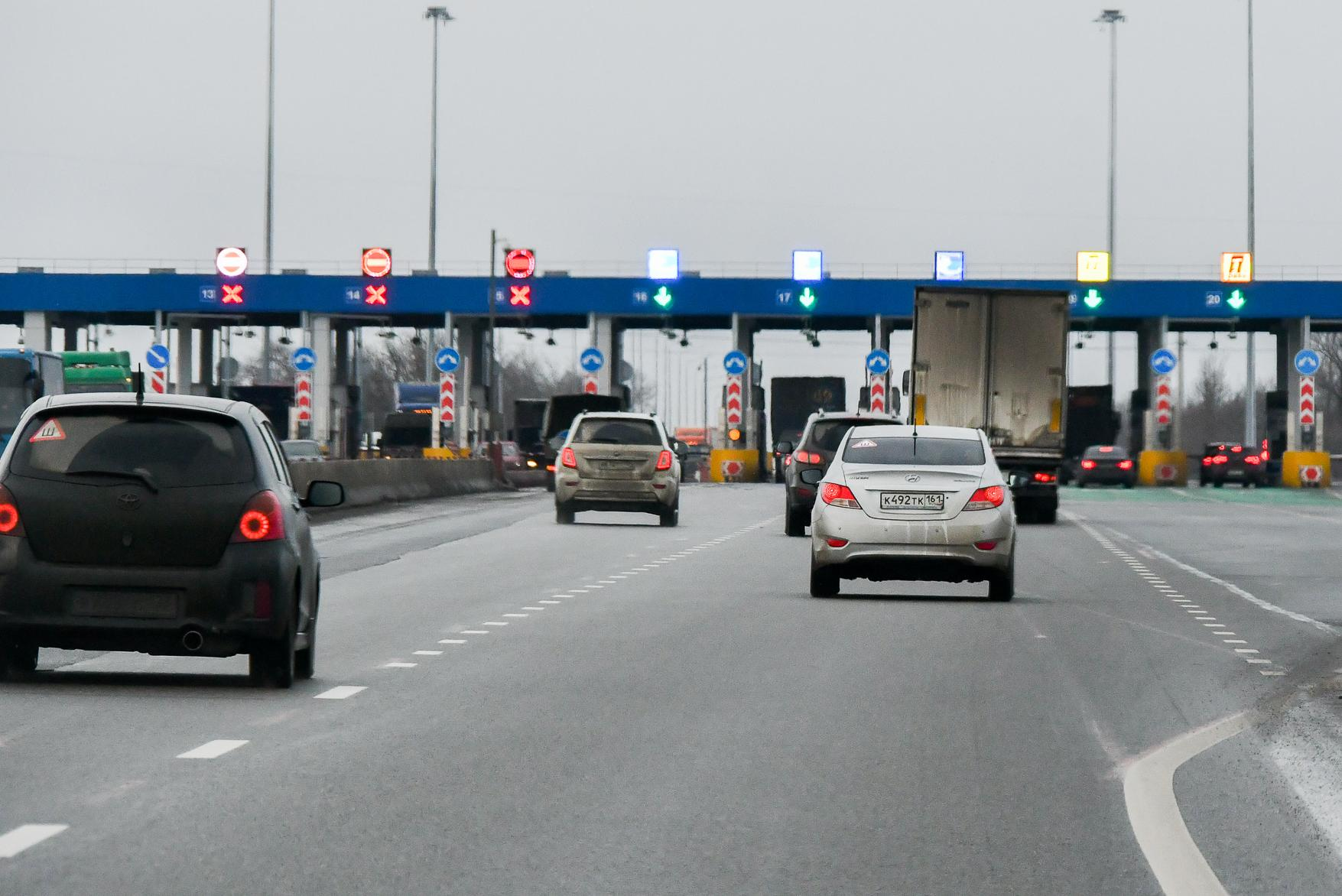 В России начнут штрафовать за бесплатный проезд по платным дорогам
