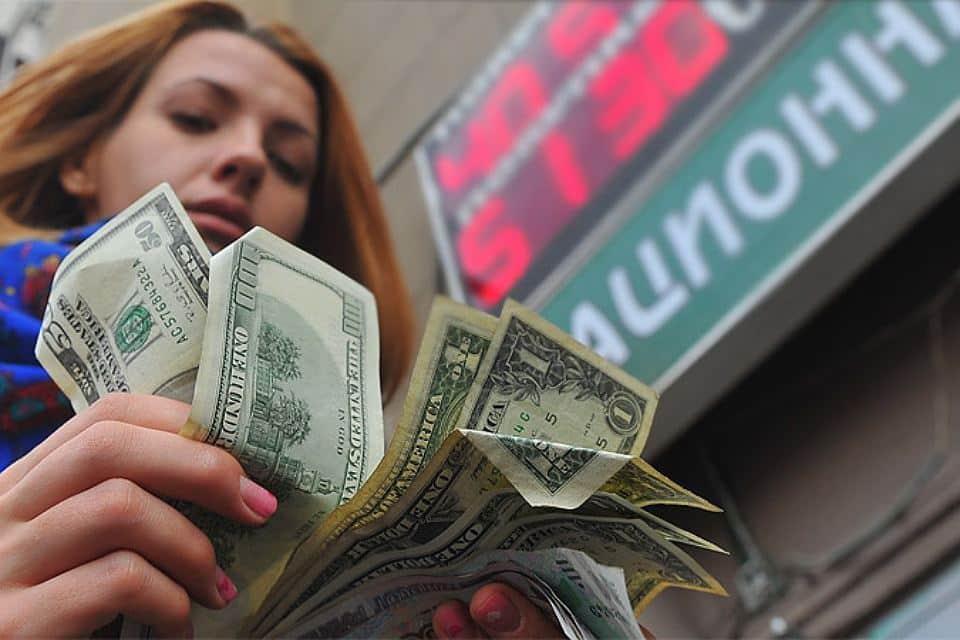 Эксперты настроены на укрепление рубля на предстоящей неделе