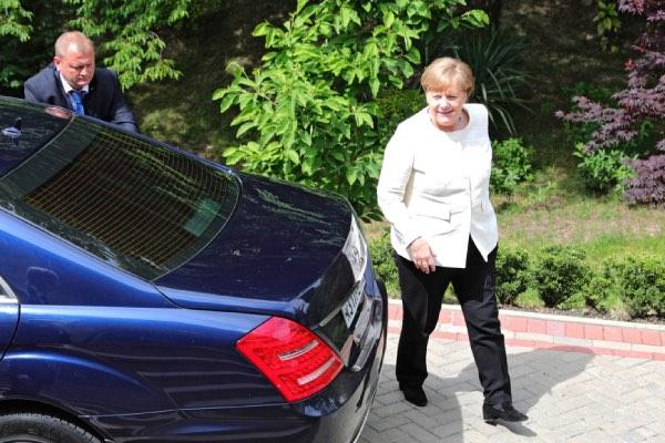 Серьезную реакцию вызвало посещение Меркель оппозиционера Навального в немецкой клинике