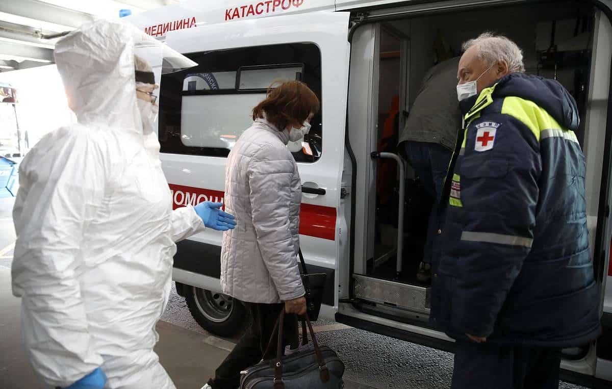 Россиян обязали носить маски в общественных местах с 28 октября