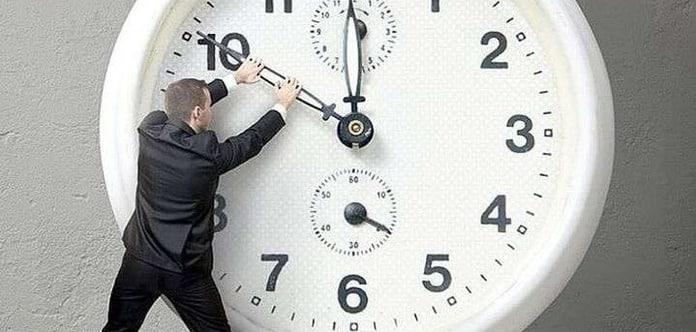 Перевод часов на зимнее время в 2020 году: надо ли переводить часы в России?