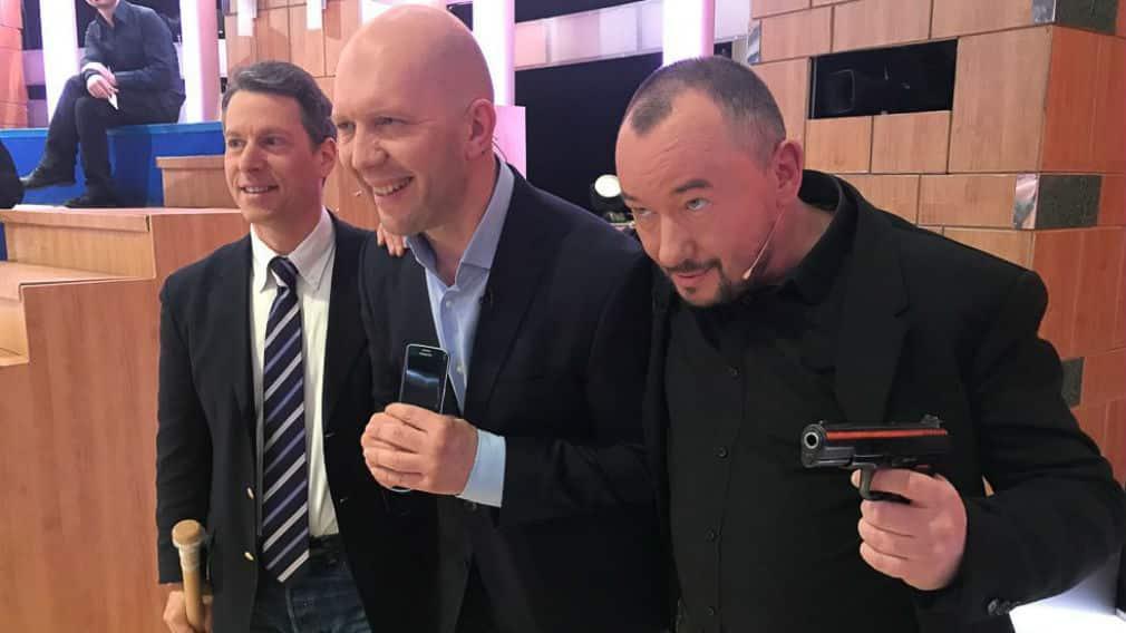 Зрители недовольны уходом Шейнина и Кузичева из программы Время покажет