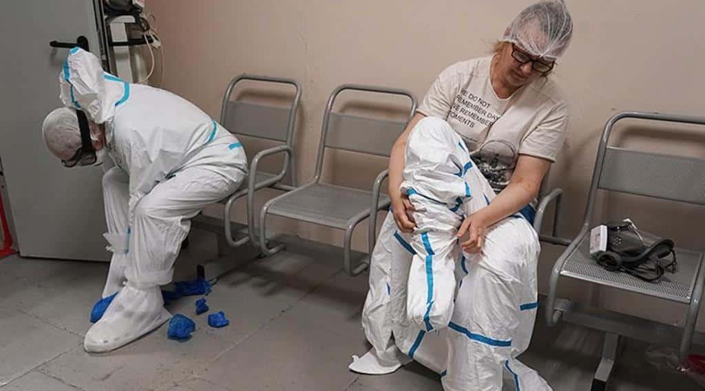 Россия достигнет пика заболеваемости COVID-19 в декабре-январе, считают в Роспотребнадзоре