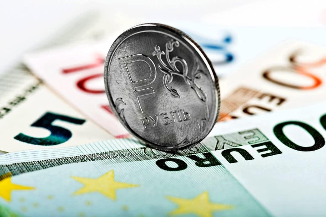 Об укреплении рубля по отношению к Евро в декабре, сообщают аналитики