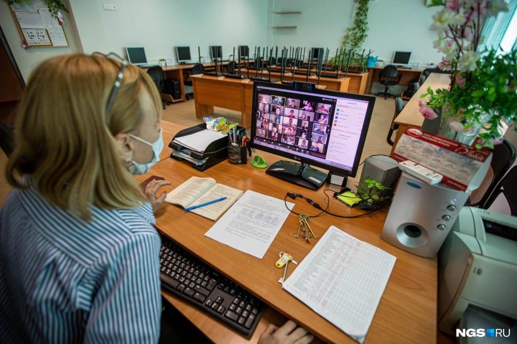 Сколько продлится дистанционное обучение в вузах и школах Москвы из-за коронавируса, рассказал Собянин