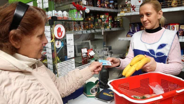 Продуктовые карточки стали получать малоимущие россияне