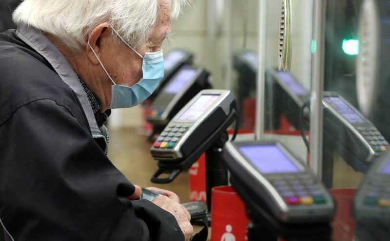 Социальные карты московских пенсионеров старше 65 лет остаются заблокированными