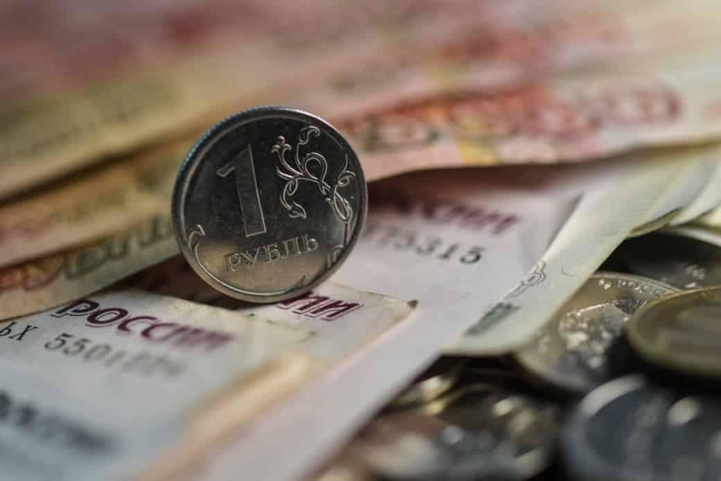 О возможной девальвации рубля опять заговорили в СМИ