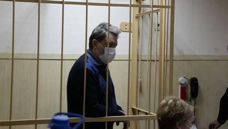 Супруга арестованного мэра Томска выбросила из окна более миллиарда рублей во время обыска