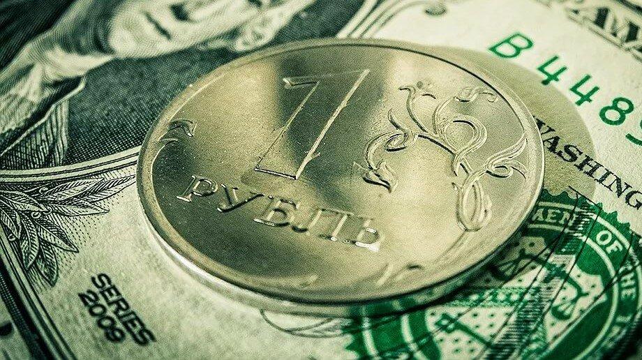 Рубль продолжит сохранение позиций на предстоящей неделе, рассказали эксперты
