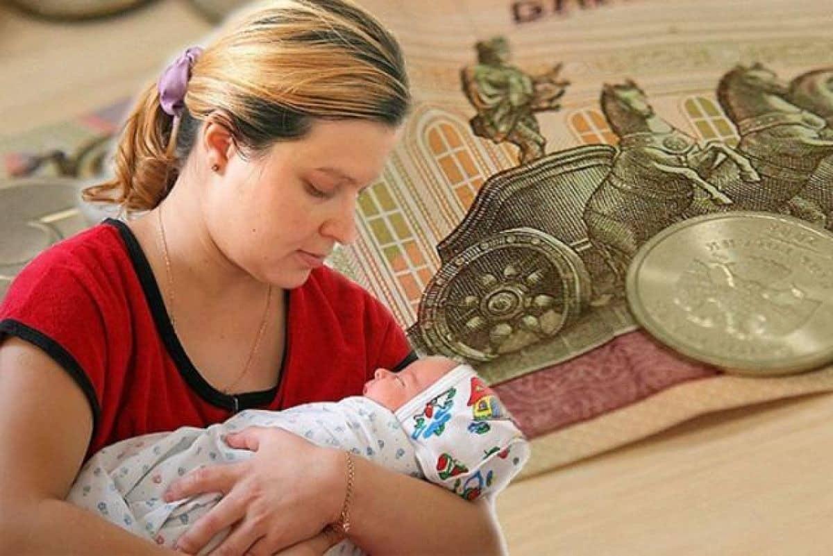 Петиция с требованием выплатить 10 тыс рублей семьям с детьми в декабре набирает популярность в соцсетях