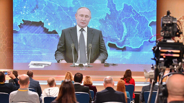 О повышении пенсий, переизбрании, выплатах на детей рассказал Путин на прямой линии 17 декабря