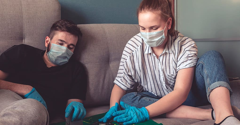 Почему некоторые люди не заболевают коронавирусом даже при контакте, рассказал Александр Гинцбург