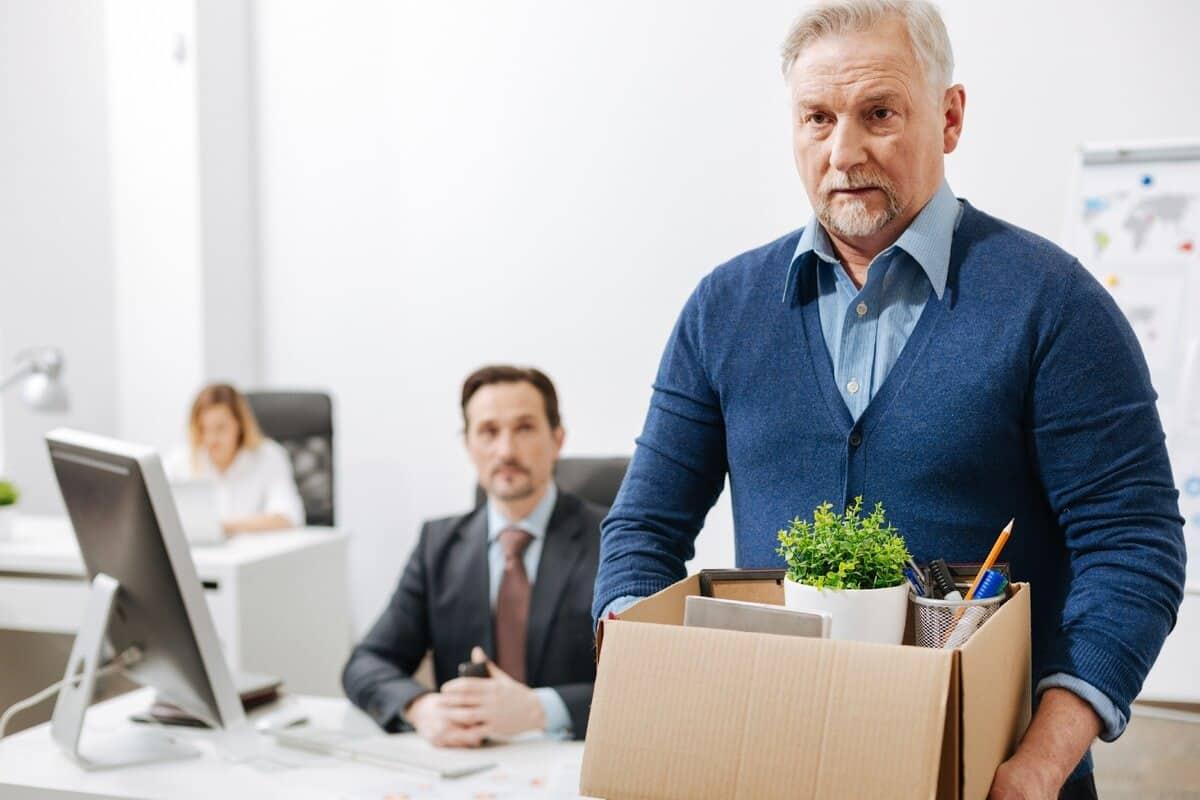 Работодатели увольняют пенсионеров под видом сокращения