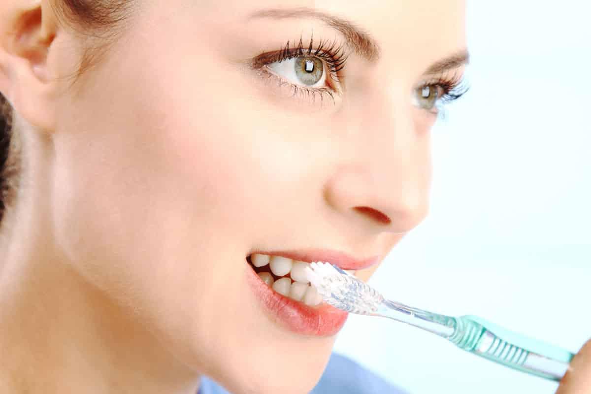 Ученые рассказали, что зубная паста с цинком и оловом может «убить» коронавирус за несколько минут