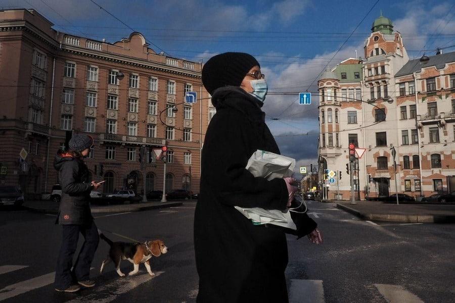 Ужесточать меры из-за коронавируса не планируется в ближайшее время, заявили в Кремле