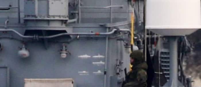 На российских военных кораблях рассмотрели отметки об «уничтоженных судах НАТО»