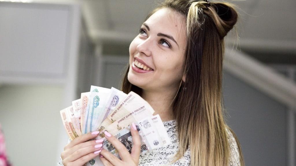 Назван желаемый размер зарплаты в России в 2021 году