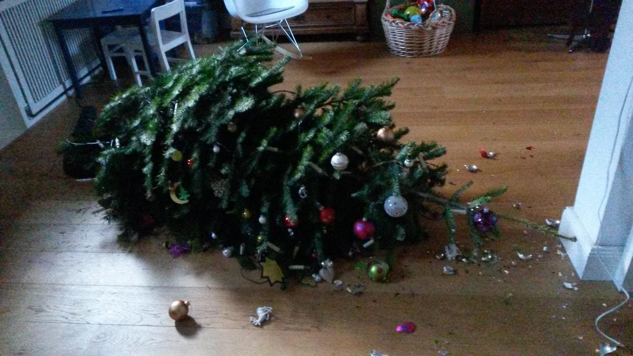 Когда убирать новогоднюю елку по православному календарю
