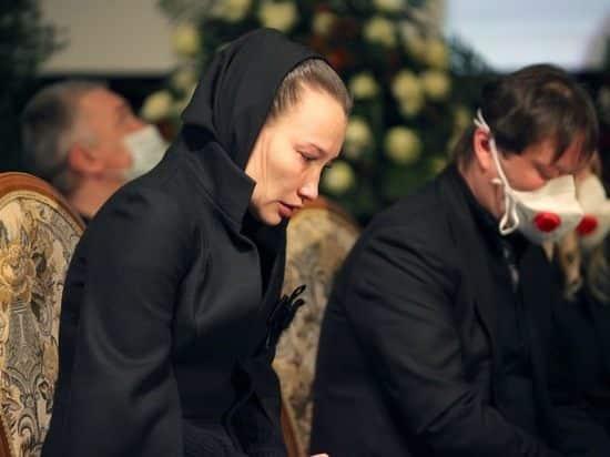 «Мы обязательно встретимся»: вдова Бориса Грачевского испугала присутствовавших на его похоронах