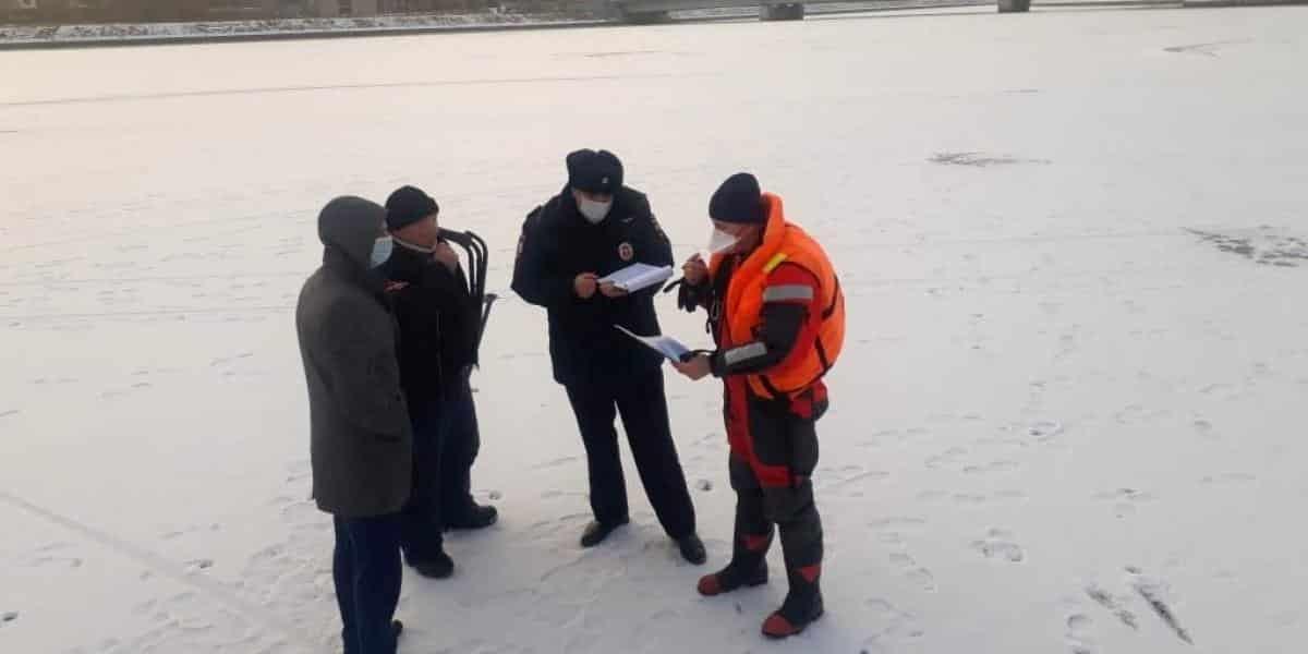В Ленобласти запретили выходить на лед до апреля 2021 года