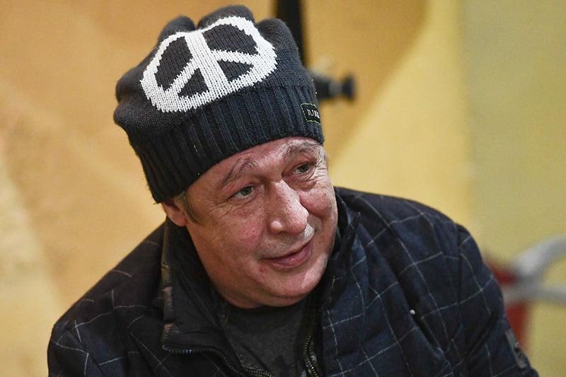 О том что Ефремов собирался бежать в Латвию после ДТП, рассказали СМИ