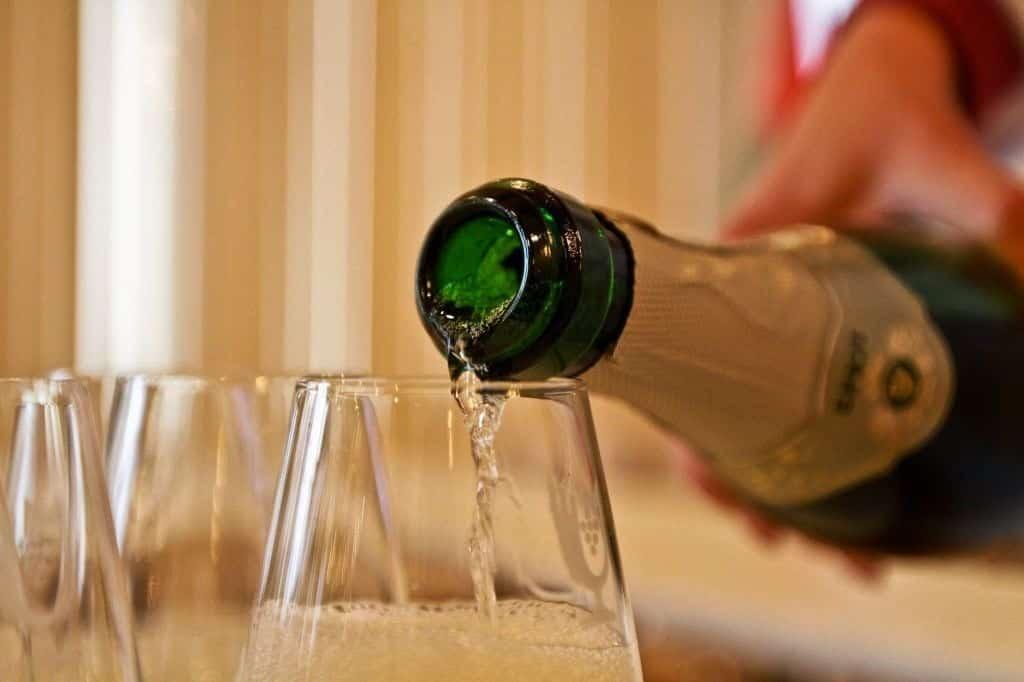 Продавать алкоголь через интернет не разрешат в 2021 году